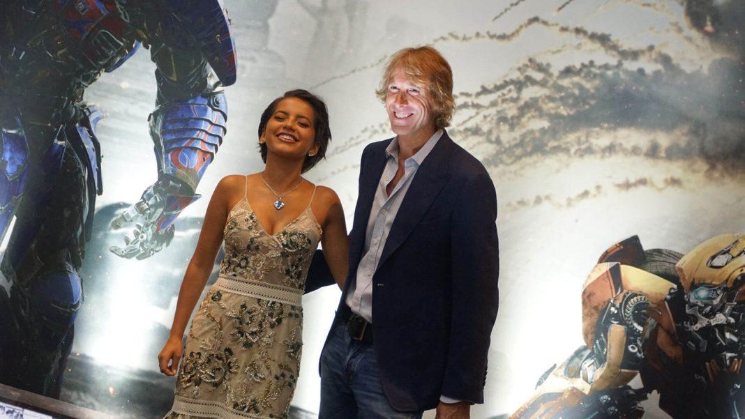 Michael Bay e Isabela Moner