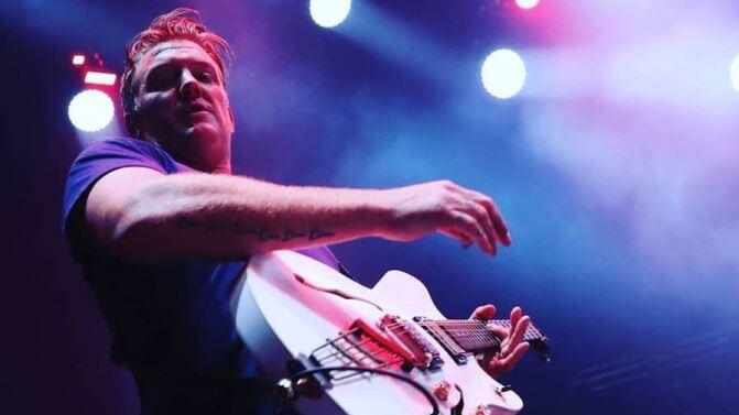 Josh Homme, Delfos