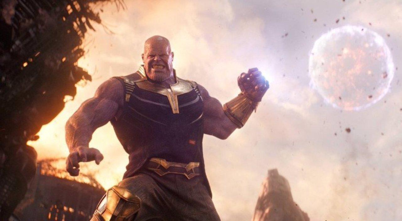 Os melhores filmes do MCU, Delfos, Thanos ataca lua nos Vingadores